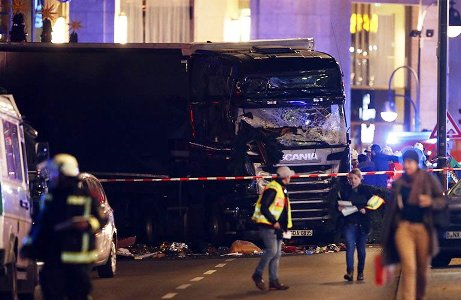 Terror - Kamion rohant egy karácsonyi vásárba Berlinben