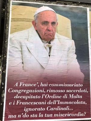 Ferenc pápa ellen tiltakozó plakátok lepték el Rómát