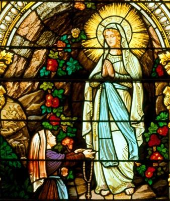 Február 11 - Lourdes-i Boldogságos Szűz Mária (Betegek Világnapja)