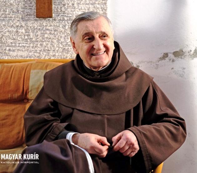 A kereszt köré kell gyülekeznünk – Interjú Barsi Balázs ferences szerzetessel