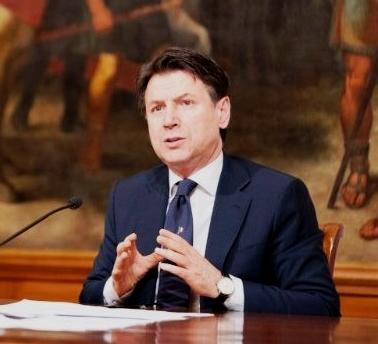 Conte olasz kormányfő  -  üzletek igen, mise nem