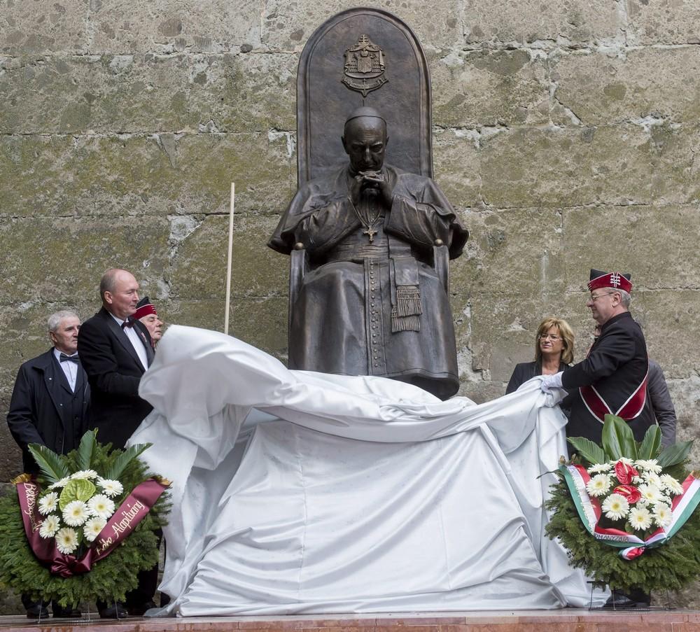 Engesztelő zarándoklat Esztergomban – 40 éve hunyt el Mindszenty bíboros